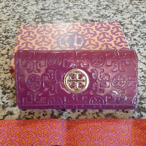 new tory burch wallet in the box